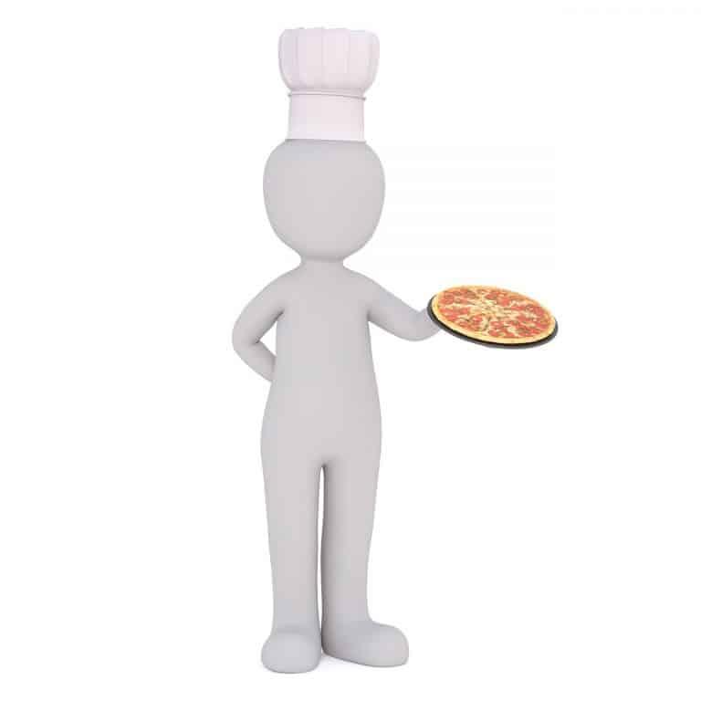 שף עם מגש פיצה