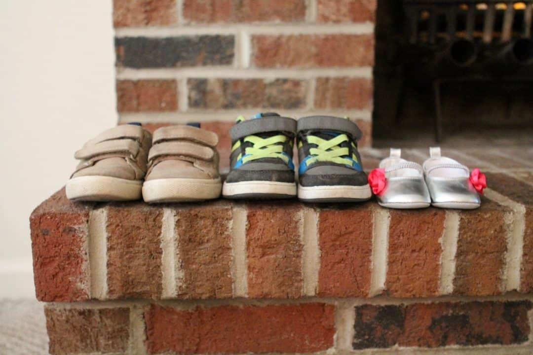 שלוש זוגות נעליים